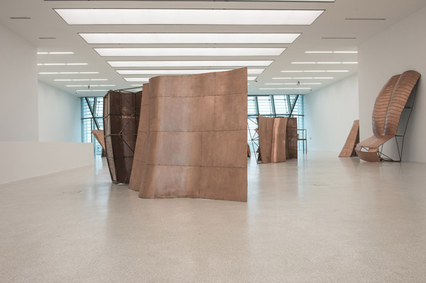 <em>Danh Vo</em>, Fabulous Muscles, Museion, 2013, exhibition view. In primo piano/Vg/Front: We the people © Danh Vo, courtesy Galerie Chantal Crousel. Foto Othmar Seehauser